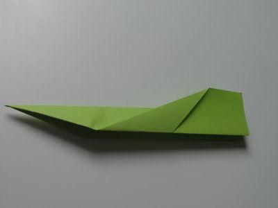 Faltanleitung Flugzeug grün 10