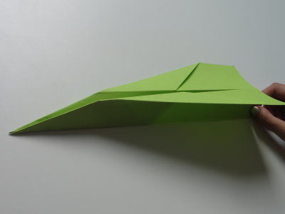 Faltanleitung Flugzeug grün 11