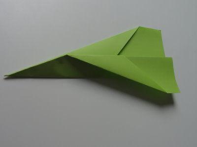 Faltanleitung Flugzeug grün 9