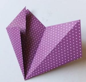 Bastelanleitung Blume aus Papier falten Schritt 10