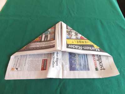 Hut aus einer Zeitung 4