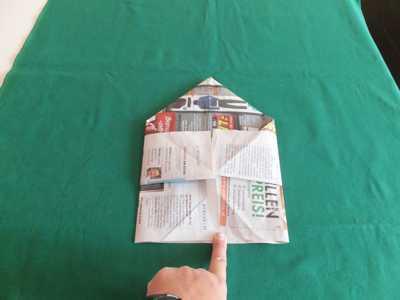 Hut aus einer Zeitung 7