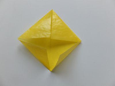 Gelber Weihnachtsstern Transparentpapier Falten