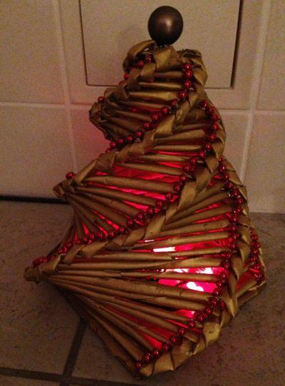 Tannenbaum aus Papierrollen