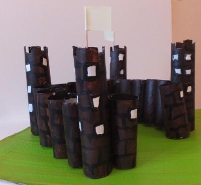 ritterburg basteln mit kindern aus papprollen toll zum. Black Bedroom Furniture Sets. Home Design Ideas