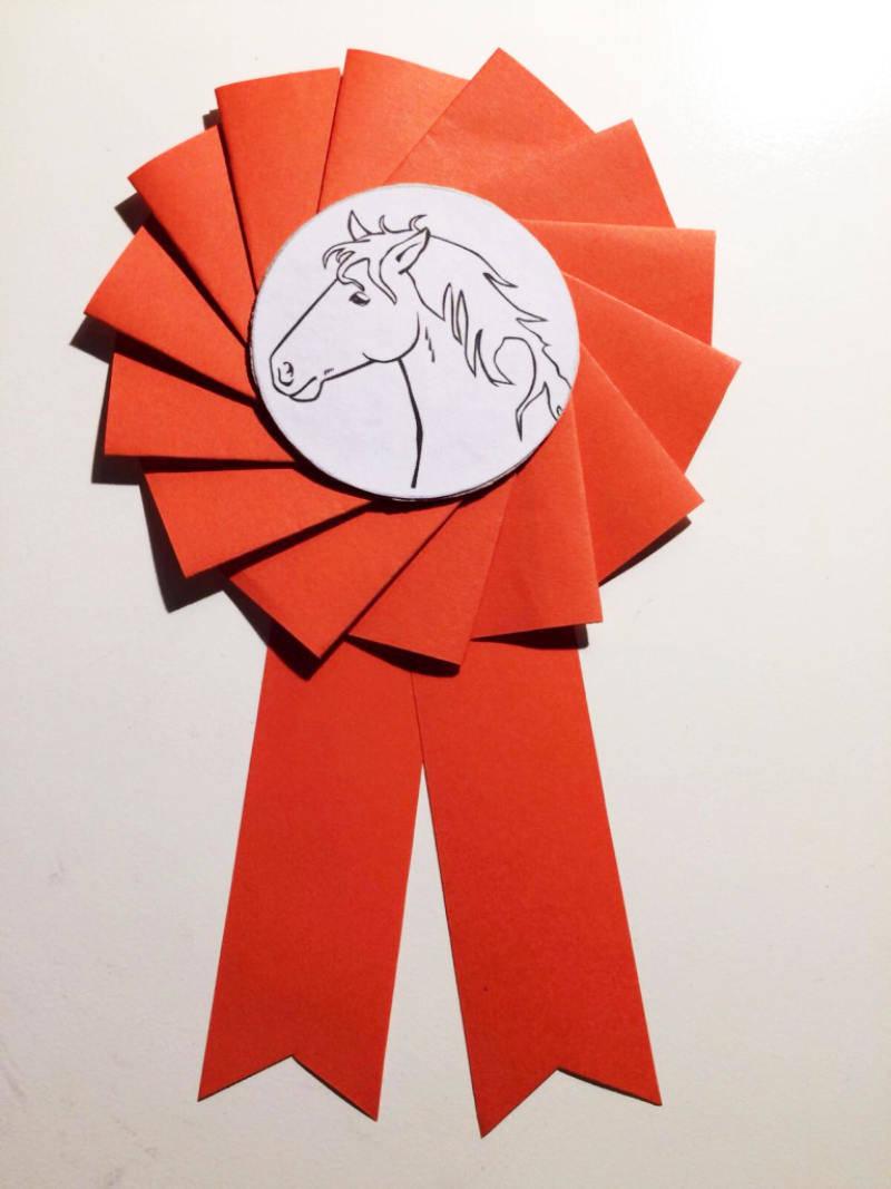 f r pferdefans eine turnierschleife selber basteln. Black Bedroom Furniture Sets. Home Design Ideas