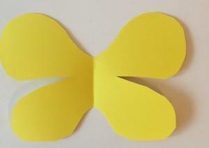 Bastelidee mit Papprollen - Schmetterlingsflügel