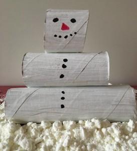 Schneemann aus Papprollen