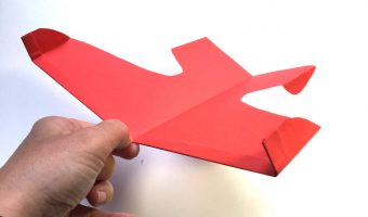 Papierflugzeug falten - Kunstflieger