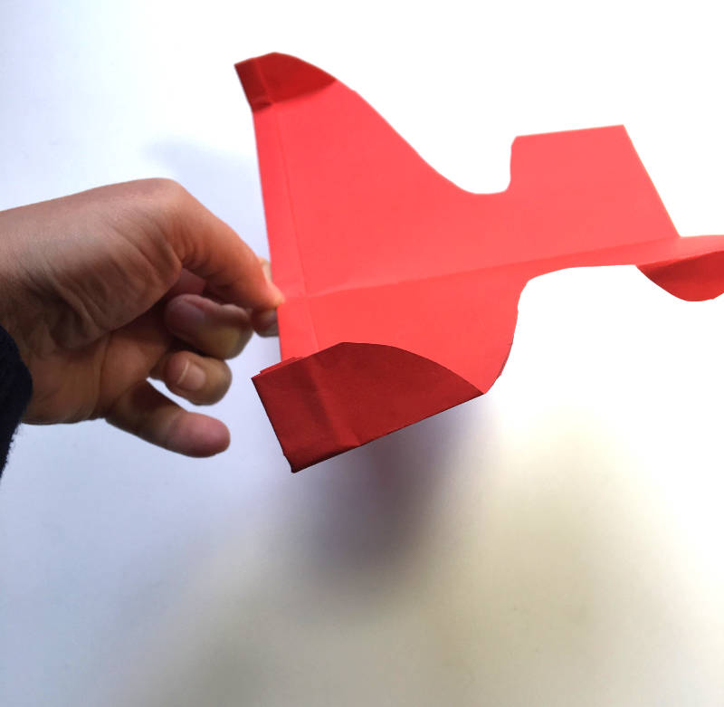 Papierflugzeug falten- Kunstflugzeug